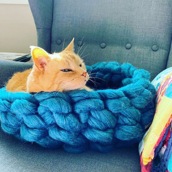 Knitted Cat Bed (Blended Yarn)