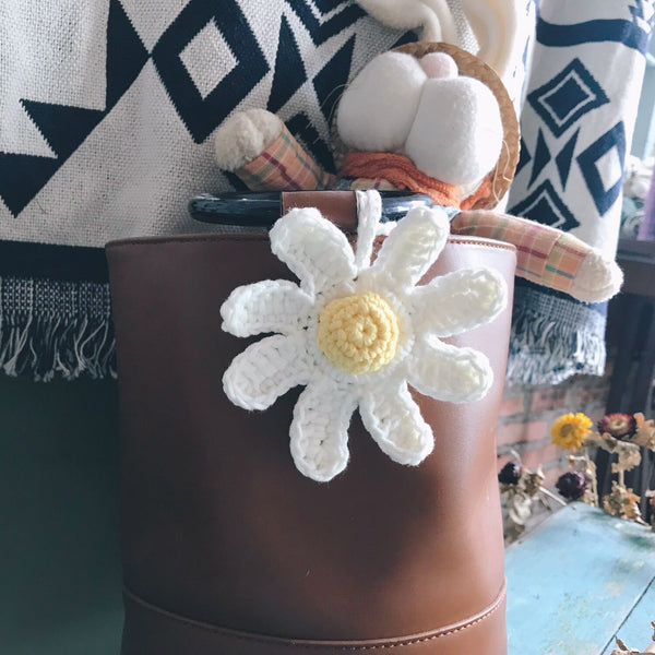 Knitted White Daisy
