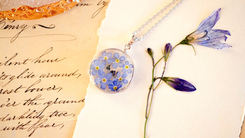Forget me not necklace / Terrarium necklace / Pressed flower jewelry / Resin necklace / Resin jewelry / Christmas gift