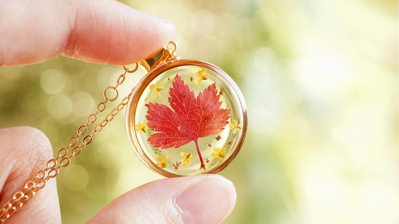 Autumn Necklace / Autumn jewelry / Leaf necklace / Resin Jewelry / Pressed flower jewelry / Birthday gift / Bestfriend gift / Christmas gift