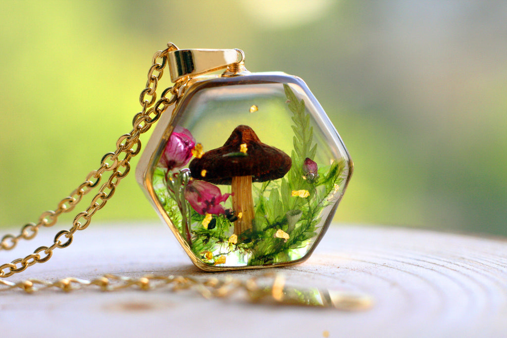 Real Mushroom necklace / Tiny Terrarium necklace / Resin necklace / Resin jewelry / Christmas gift / Autumn necklace / Gift for her