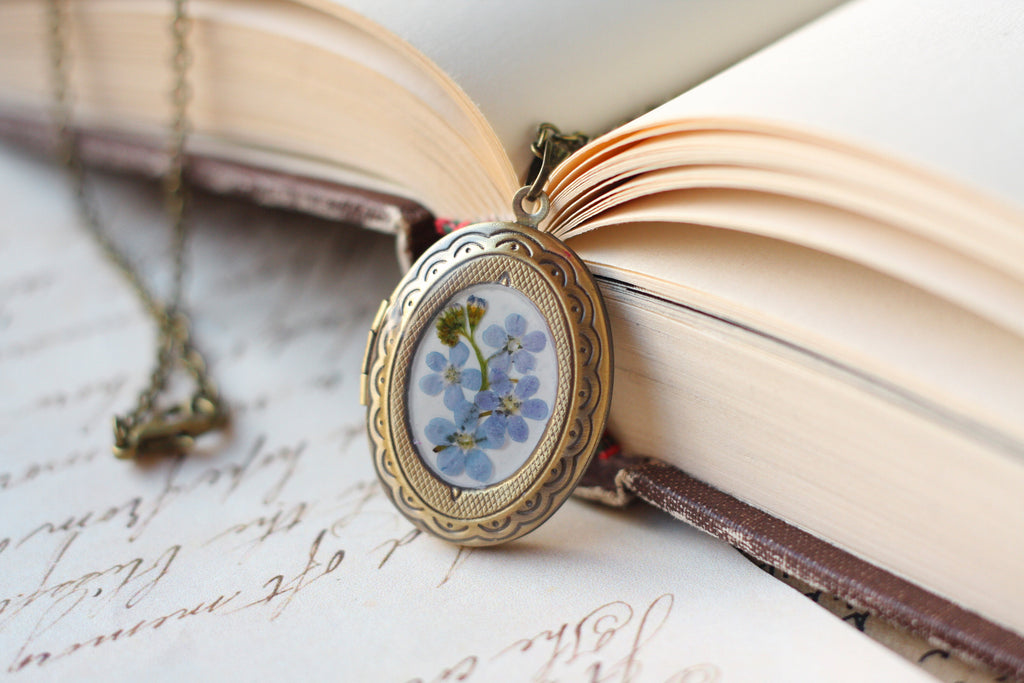 Vintage Personalized locket necklace / Forget me not necklace / Photo locket necklace / Christmas gift / Pressed flower locket pendant