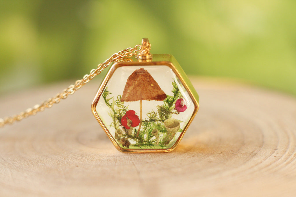 Tiny Mushroom necklace / Unique Christmas gift / Terrarium necklace / Resin necklace/ Resin jewelry / Autumn jewelry / Gift for her