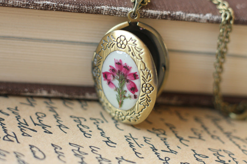 Vintage locket necklace, Autumn necklace, Pressed flower locket, Unique photo locket, Floral photo locket, Christmas gift