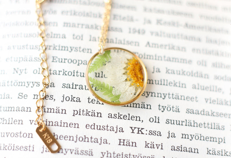 Pressed flower necklace / Resin jewelry / Daisy necklace / Terrarium necklace / Real flower jewelry / Christmas gift