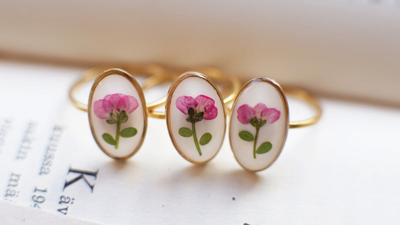 'Arissamu' pressed flower ring