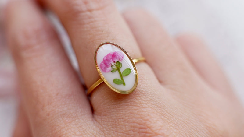 Pressed flower ring / Terrarium ring / Christmas gift / Real flower ring / Pressed flower jewelry / Resin jewelry / Engagement ring