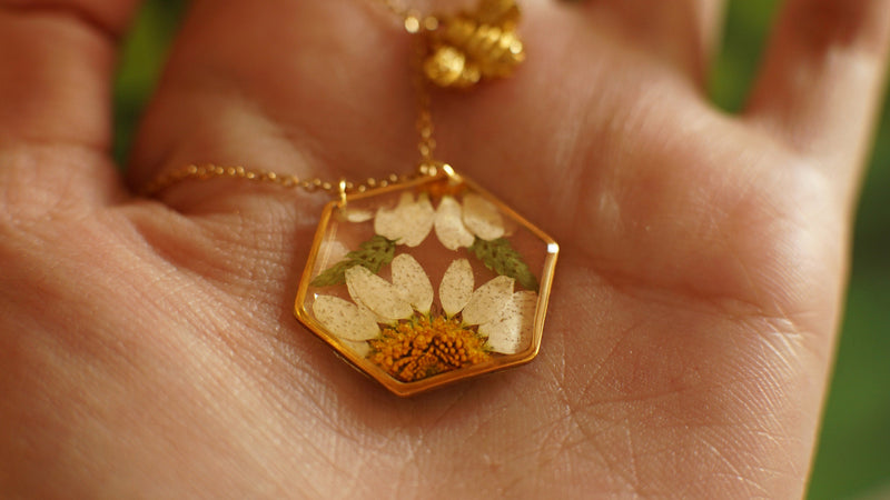 Pressed flower necklace / Resin necklace / Terrarium necklace / Real flower jewelry / bridesmaids gift / resin jewelry