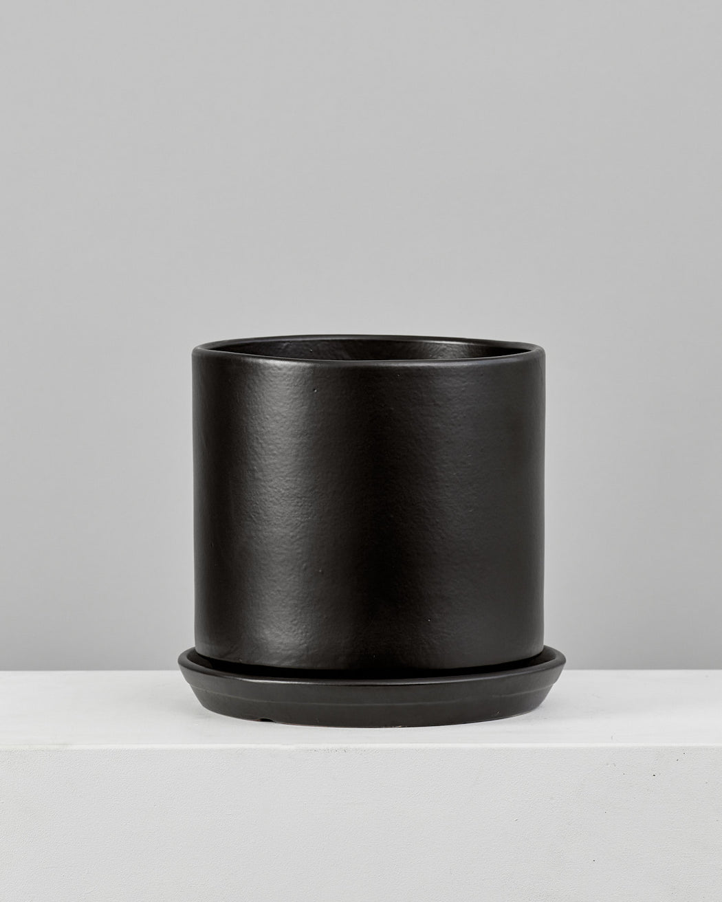 CALIFORNIA PLANTER COLLECTION: MATTE BLACK TWO PIECE CERAMIC Medium 12 Inch