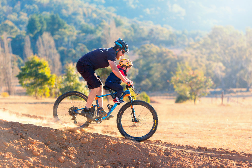kids-riding-mountain-bikes