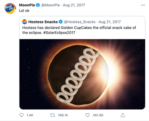 """Moonpie tweet reading """"Hostess has declared Golden CupCakes the official snack cake of the eclipse... Lol okay"""""""