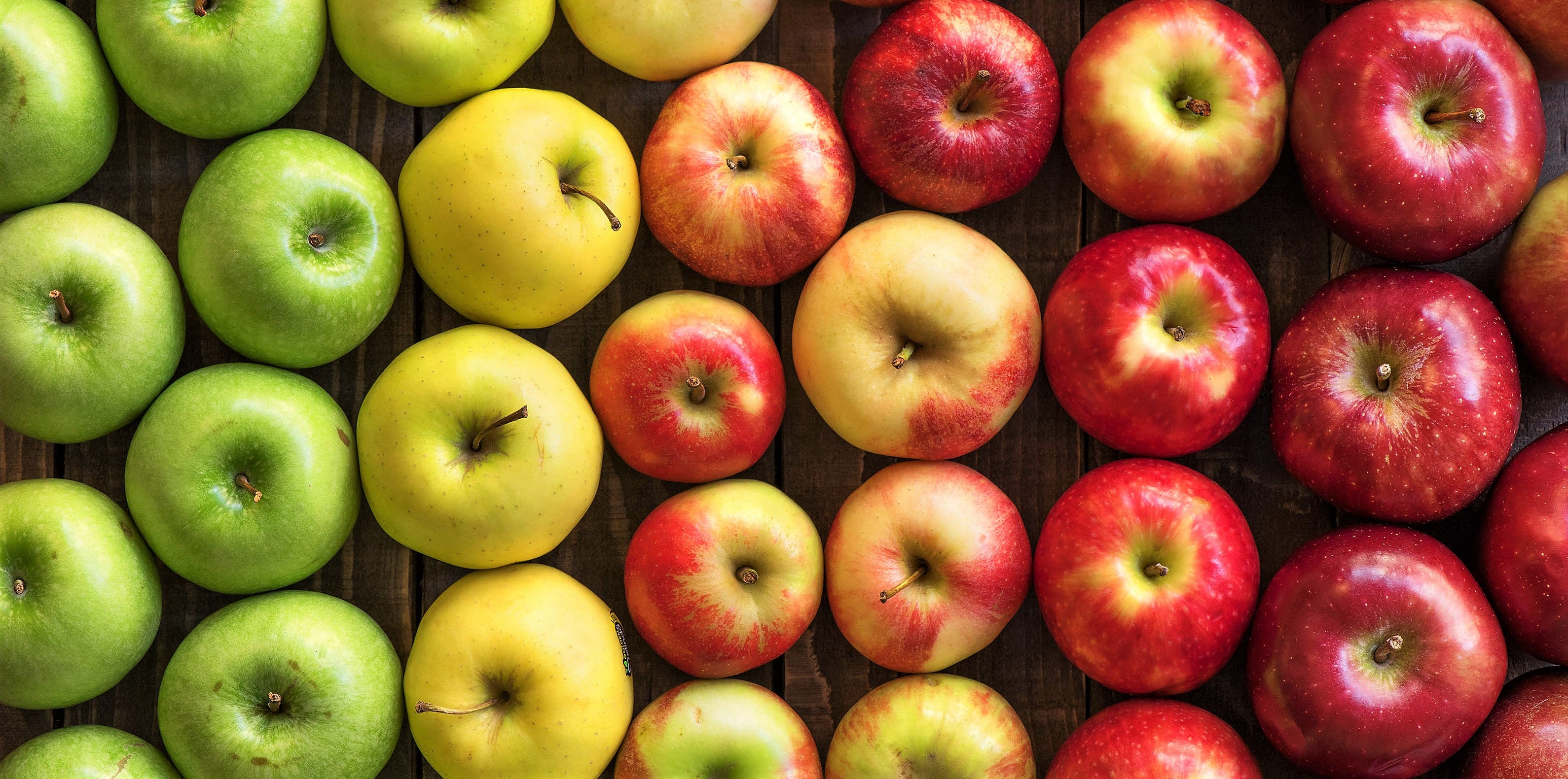 overhead shot of apples ranging in size and colour