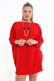ROBE ROUGE AVEC COLLIER