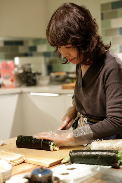 Kumiko's mum makes sushi for the ROUGE team