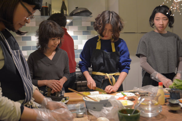Rouge team learning to make sushi