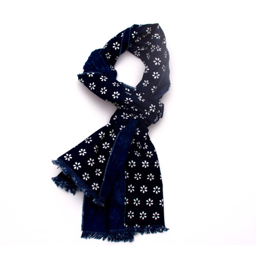Indigo calico cotton scarf. Blooms pattern