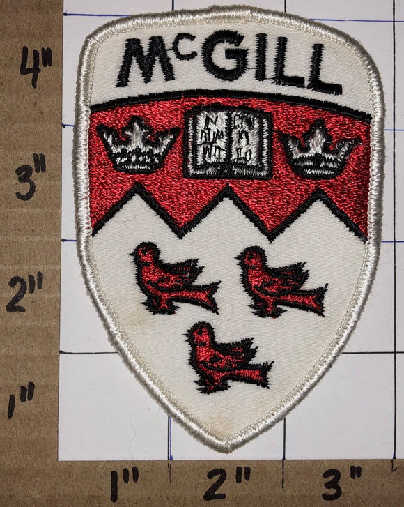 1 RARE VINTAGE McGILL UNIVERSITY IN DOMINO CONFIDO EMBLEM CREST PATCH