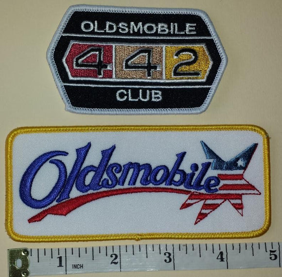 2 OLDSMOBILE 442 CLUB MUSCLE CAR AMERICAN AUTOMOBILE LUXURY CREST EMBLEM PATCH