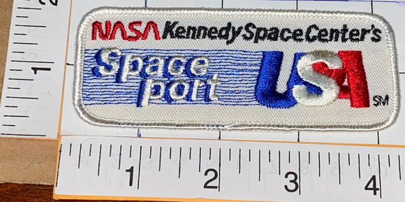 1 VINTAGE KENNEDY SPACE CENTER SPACEPORT USA ASTRONAUT CREST PATCH