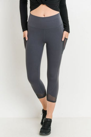 Highwaist Performance Mesh Panel Pocket Capri Leggings