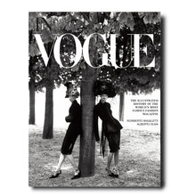 Carregar imagem no visualizador da galeria, In Vogue: An Illustrated History of the World's Most Famous Fashion Magazine