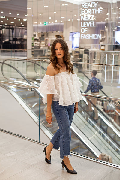 Inspiring Wit fashion blogger Jenelle in Hello Parry Coit ruffled off the shoulder top