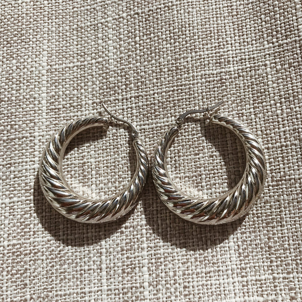 Jacqui Wave Large Hoops - Silver