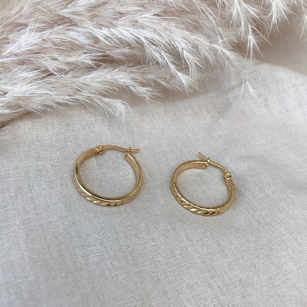 Monique Ribbed Gold Band Hoops