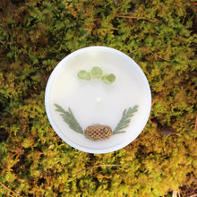 Cargar imagen en el visor de la galería, The top of the Flourishing Forest candle by Emerald Hearth.  The top of the candle has green quartz and spruce tips.