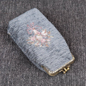 Vintage Carpet Glasses Case Double Kiss Lock<br>Bouquet Pattern