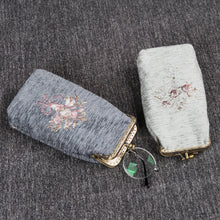 Load image into Gallery viewer, Vintage Carpet Glasses Case Double Kiss Lock<br>Bouquet Pattern