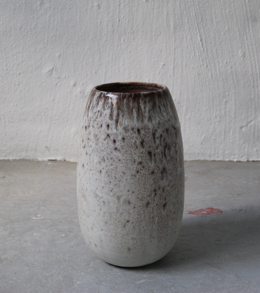 '#20' Conical Vase <br> White & Mauve Glaze