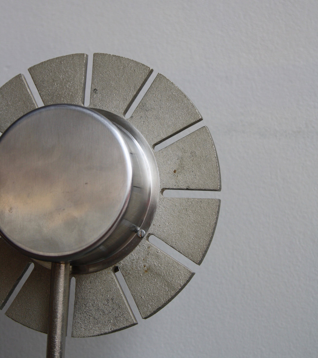 Mid-20th Century Cast Nickel Table Clock by Austrian Carl Auböck - Image 2
