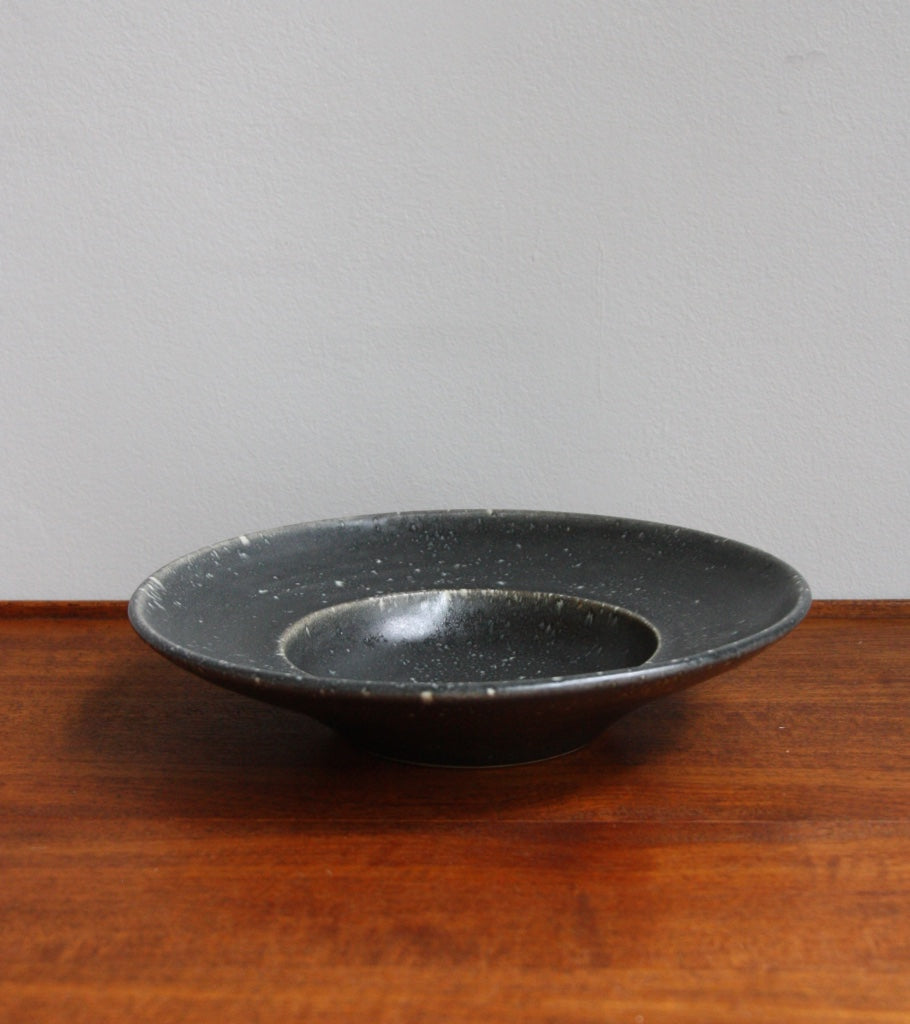 Large Flat Out Bowl 11Black & White Glaze Kasper Würtz - Image 1