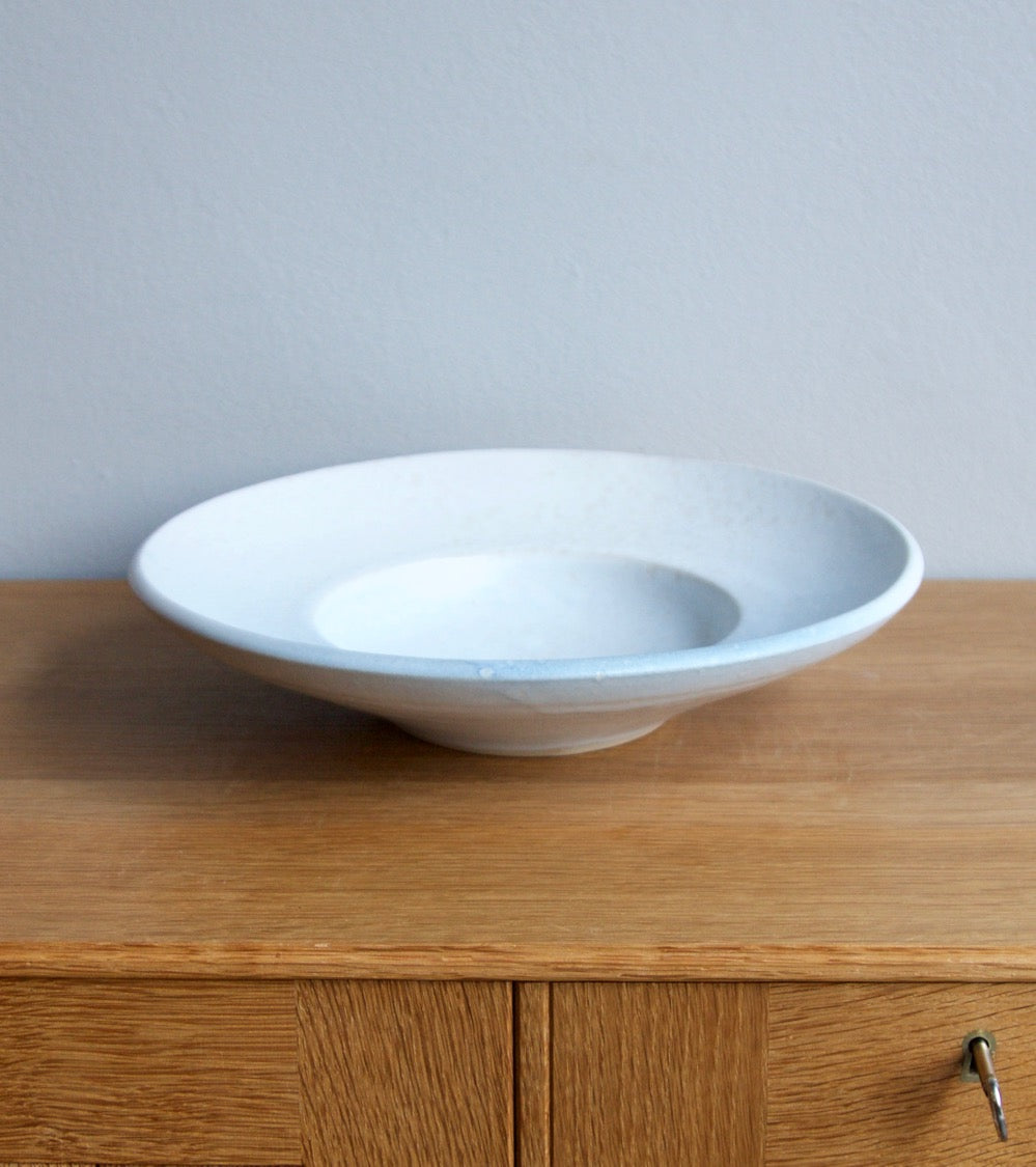 Large Flat Out Bowl 11White & Blue Glaze Kasper Würtz - Image 1