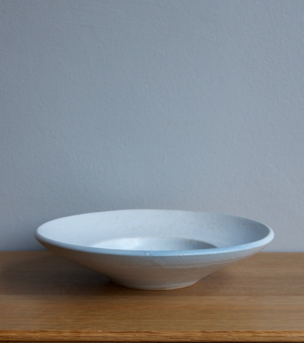 Large Flat Out Bowl 11White & Blue Glaze Kasper Würtz - Image 4