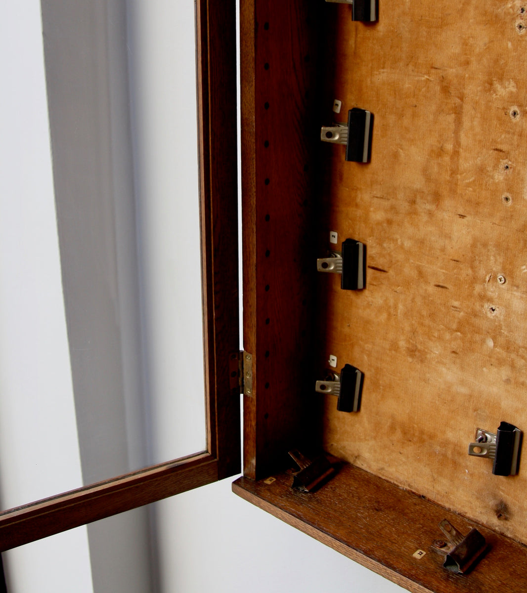 Museum Cabinet England, C.1900 - original Museum cabinet English cabinetmaking oak furniture classic furniture wallmounted display cabinet glazed cabinet quality made in England v&a museum English museum