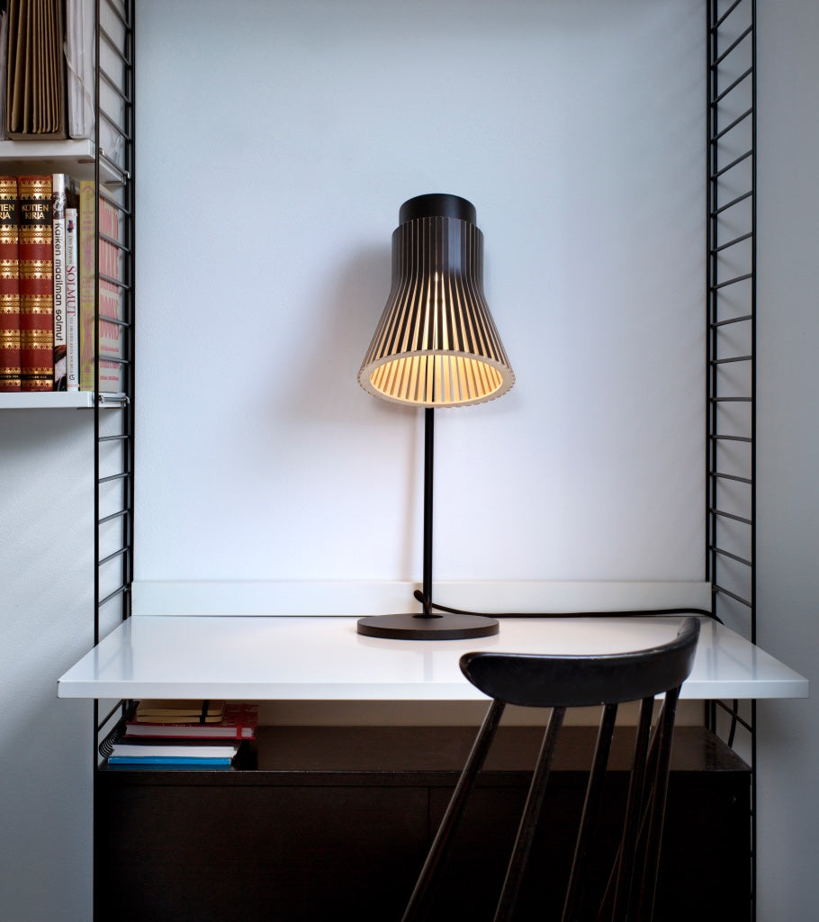Petite 4620 Black Nordic minimalistic table light