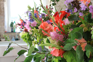 Choosing colour for your wedding flowers