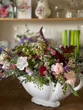 Are you looking for bespoke corporate flowers - flower arrangements of beautiful English country, eco friendly flowers? Whether you want a classic bouquet to greet guests in your reception area, jam jar posies to decorate your staff Christmas party, or flower arrangements to fill your conference venue, our beautiful arrangements of British flowers are created to your requirements.