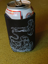 Load image into Gallery viewer, Quis contra nos? Koozie