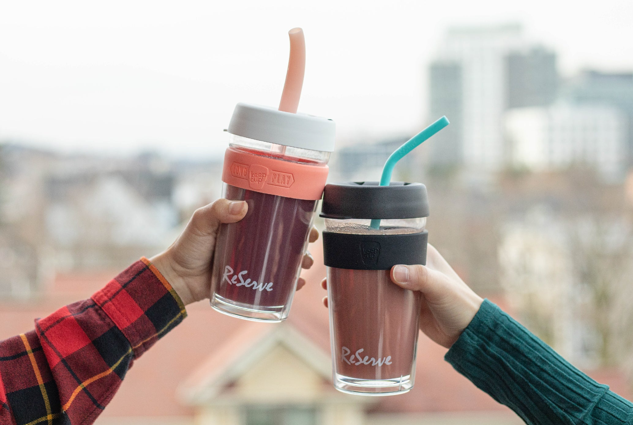 Two smoothie drinks in the ReServe Black Band KeepCup & Pink Band KeepCup. The cups feature Rose Gold Smoothie Straw and Blue Island Paradise duo-hardness silicone straw.
