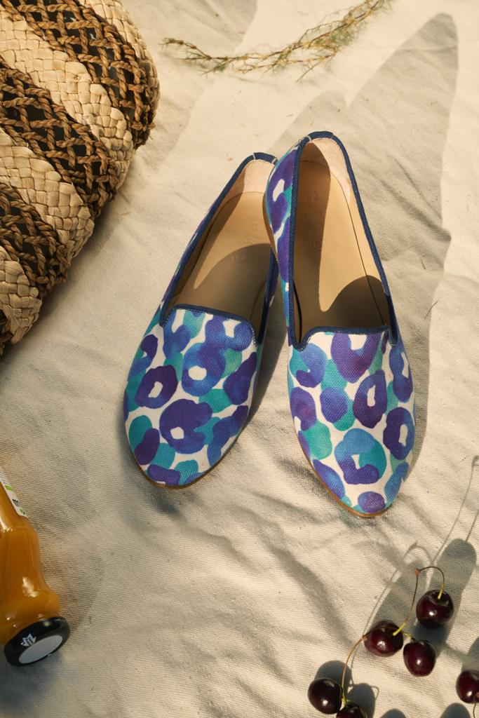Blue Leopard Smoking Slippers