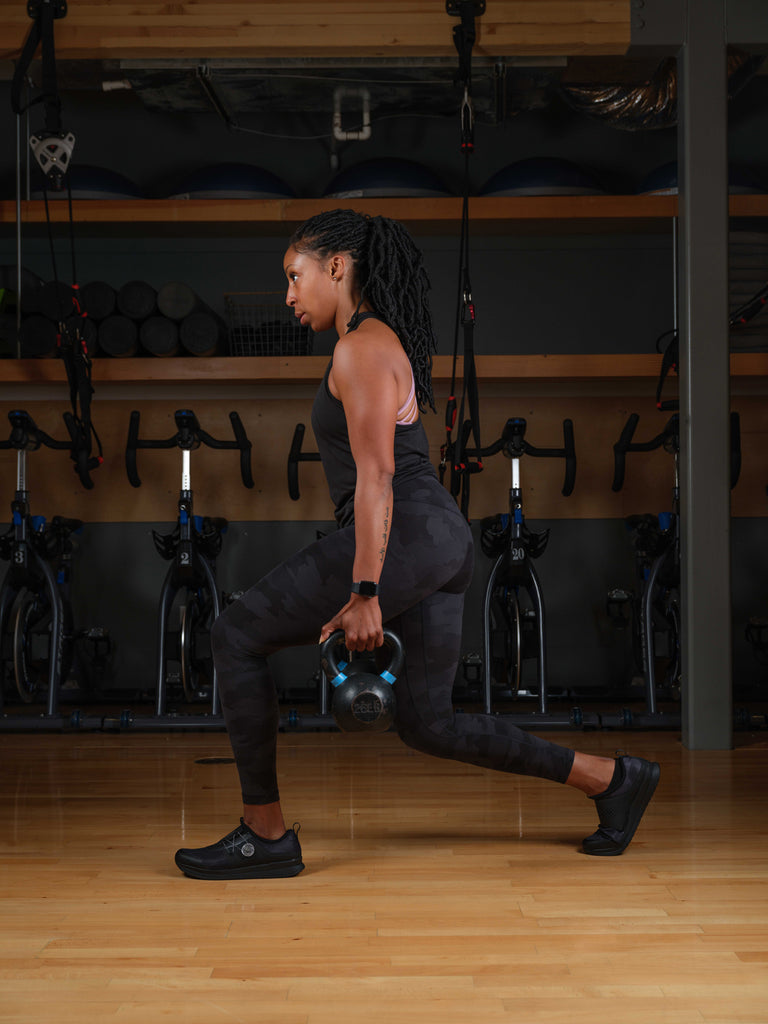 Single leg squat with Shimano IC300 Black indoor cycling shoes on