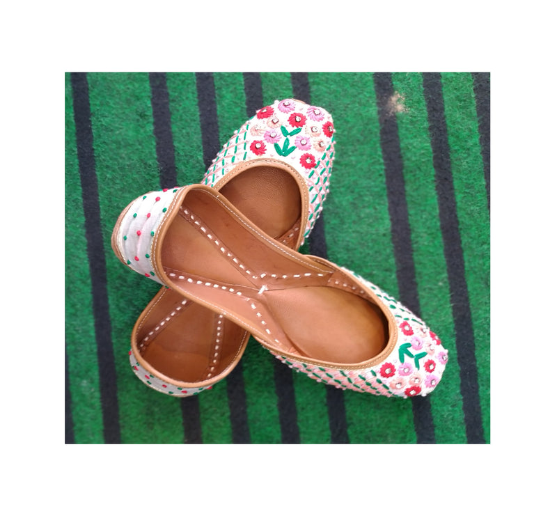 Women Flat Multi Thread work Punjabi Jutti