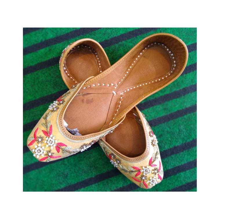 Punjabi Jutti Cream Embroidered