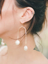 Load image into Gallery viewer, Pearl Arch Earrings