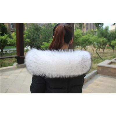 The Maya Natural Raccoon White Fur Oversized Collar