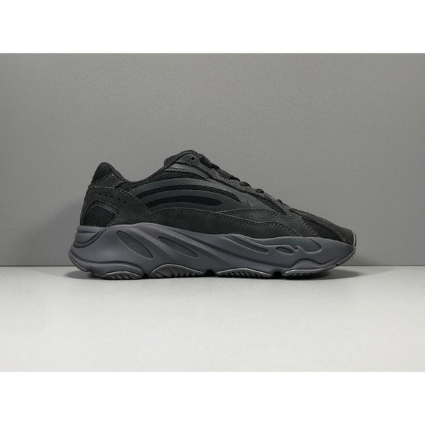 Yeezy Boost 700 V2 Vanta sneakers - men's shoes