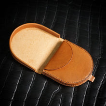 Load image into Gallery viewer, Leathercraft Workshop - Horseshoe Coin Pouch